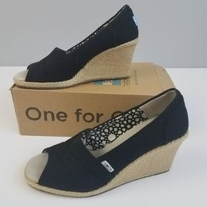 Toms black canvas wedge 10W